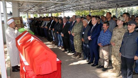 Gazi er ve emekli astsubay askeri törenle toprağa verildi