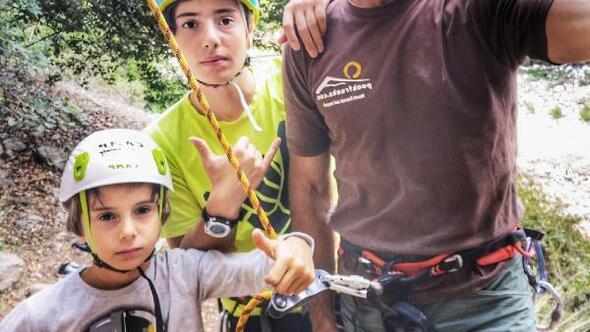 Babalarıyla kaya tırmanışı yaptılar