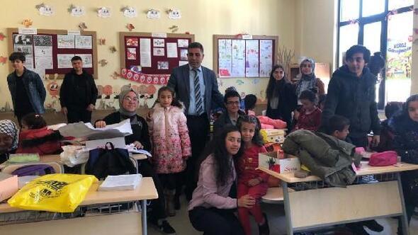 İslahiye'de, liselilerden ilkokul öğrencilere hediye