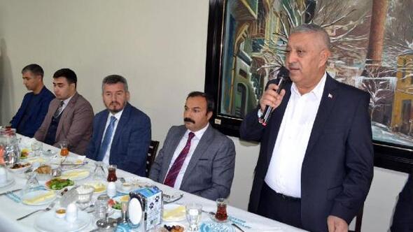Başkan Zeybek personelle buluştu