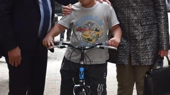 Beyoğlundan fidan diken çocuklara bisiklet