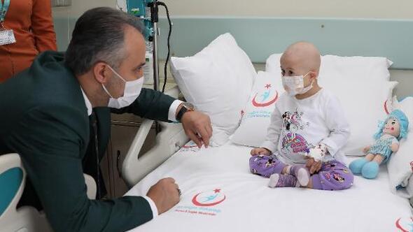 Başkan Aktaş'tan lösemi hastası çocuklara moral ziyareti