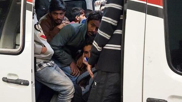 4 minibüste 97 göçmen yakalandı