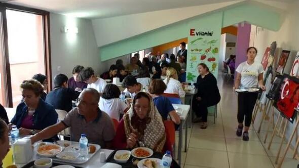 Öğrencilere Atatürkün sevdiği yemekler ikram edildi