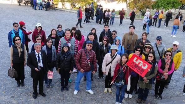 Kapadokyada yabancı turistlerden Ataya saygı