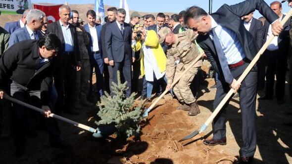 Bitlis'te Geleceğe Nefes için fidan dikimi