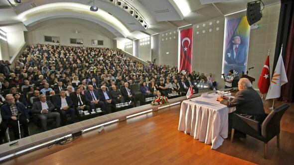 Karabağlarda Prof. Dr. İlber Ortaylı izdihamı