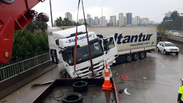 Adanada zincirleme kaza: 3 yaralı