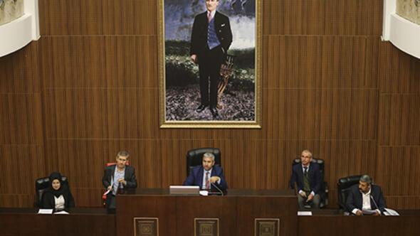 AK Parti grubundan 'canlı yayın' eleştirisi