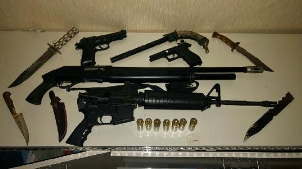 Adıyamanda evde yapılan aramada silah ele geçirildi: 2 gözaltı