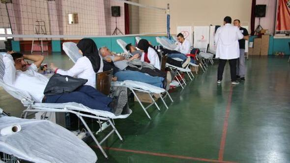 Erbaada eğitim çalışanlarından kan bağışı