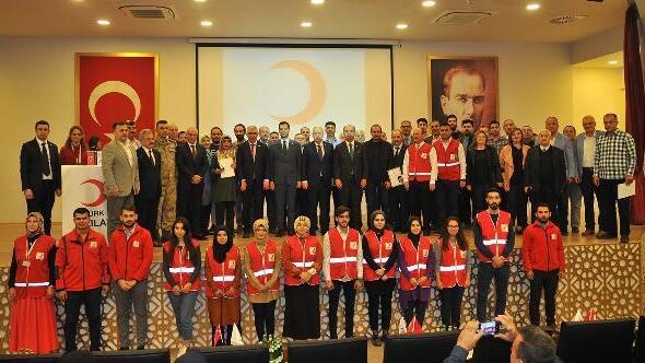 Türk Kızılayı, kan bağışçılarını madalya ile ödüllendirdi