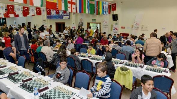 Mersinde satranç turnuvası sürüyor