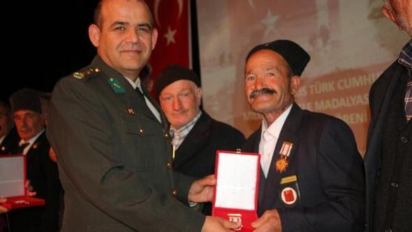 Kıbrıs gazileri için madalya töreni yapıldı