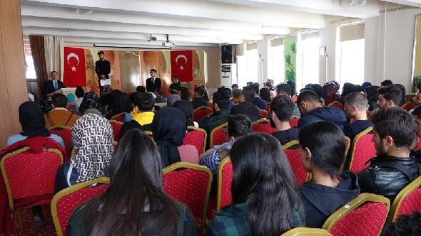 Şemdinlide üniversiteye hazırlanan gençlere kitap desteği