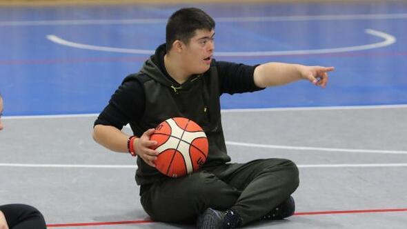 Akhisarlı özel çocuklara basketbol eğitimi