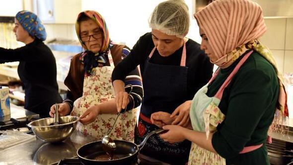 Kadınlar mutfak atölyesinde becerilerini geliştiriyor