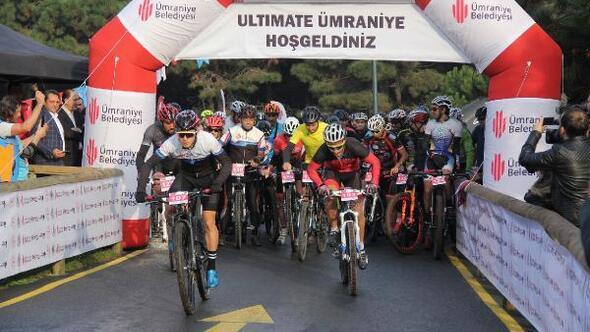 Ümraniyede bisikletçiler öğretmenler için yarıştı