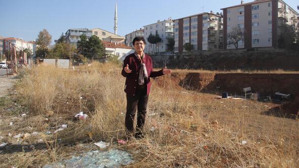 Okul arazisi çöplüğe döndü