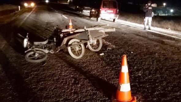 Hafif ticari araç ile motosiklet çarpıştı: 1 yaralı