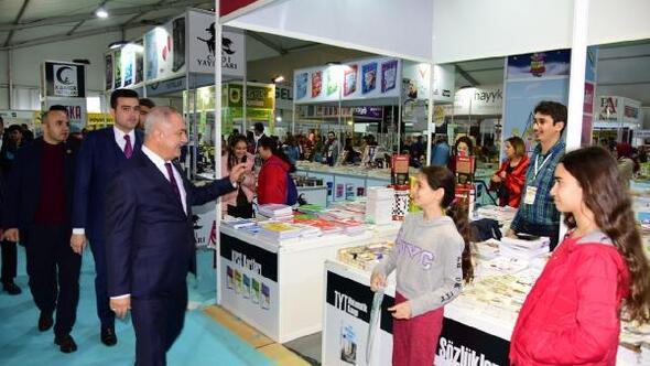 Osmaniye Belediyesi Kitap Fuarı kapılarını açıyor