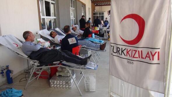 Midyatta öğrenciler, velileriyle birlikte kan bağışladı