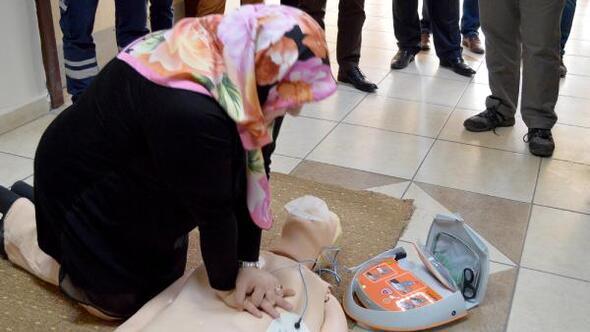 Kalp krizine karşı anında müdahale için eğitim
