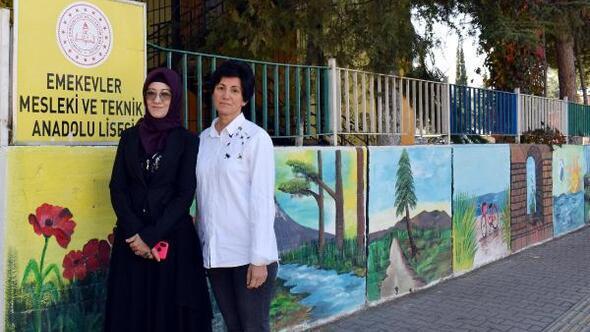 Okul duvarı öğrencilerin tuvali oldu