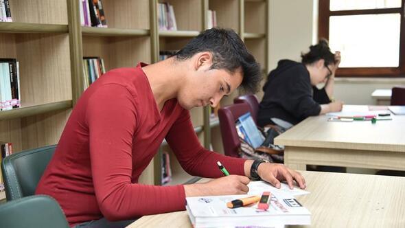 Ali Ersoy ve Karapürçek'te kütüphanelere 22.00 ayarı