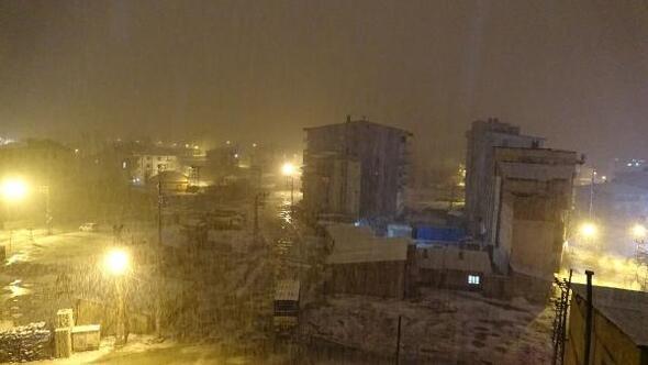 Van ve Hakkaride kar yağışı etkili oldu