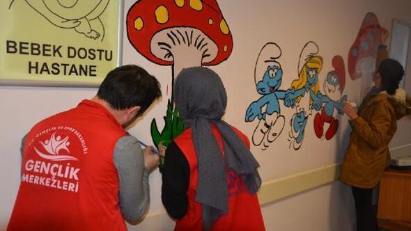 Gönüllü gençler hastane duvarlarına çizgi filim karakterleri çizdi
