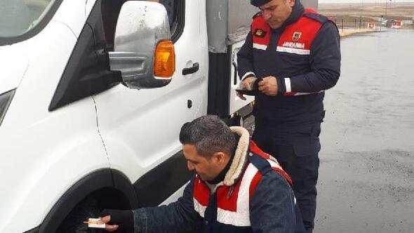 Erzurumda kış lastiği uygulaması yapıldı