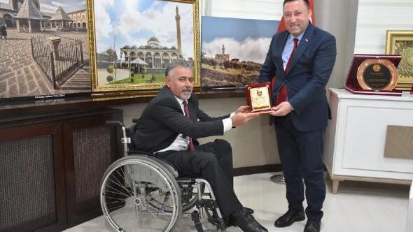 Başkan Beyoğluna plaket