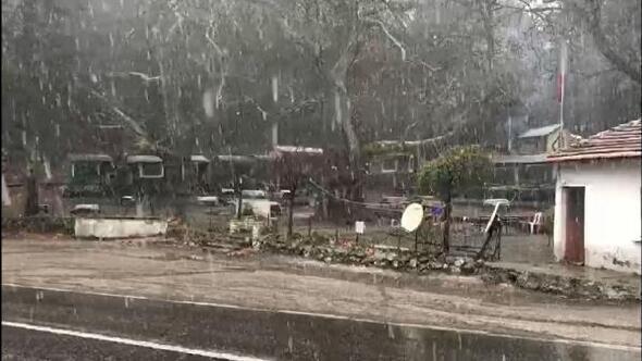 Kaz Dağlarına mevsimin ilk karı
