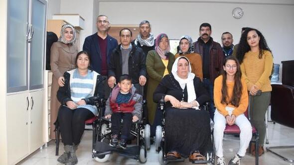 Kermes gelirleri ile engellilere akülü sandalye aldılar