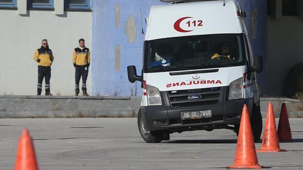 Ambulans şoförleri zorlu parkurda