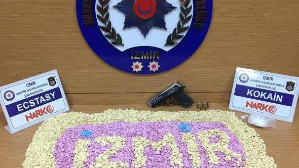 İzmirde 21 bin uyuşturucu hapa 3 tutuklama