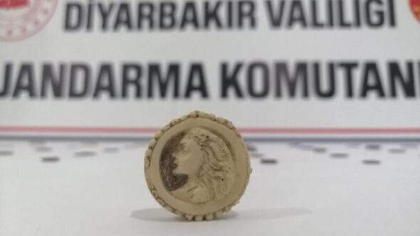 Diyarbakırda tarihi eserleri satmaya çalışan 5 şüpheli, suçüstü yakalandı
