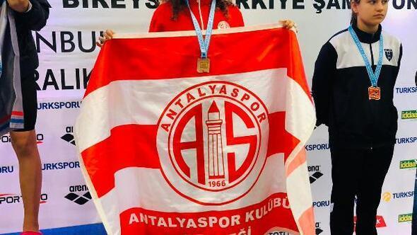 Antalyaspor yüzme takımı madalyaları topladı