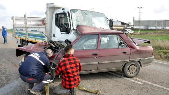 Kamyonetle otomobilin çarpıştığı kazada 1 kişi yaralandı