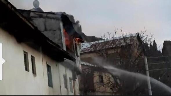 Şebinkarahisardaki baca yangını korkuttu