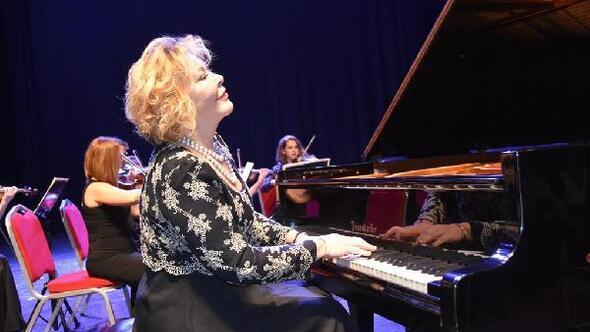 Tekirdağda Gülsin Onay Piyano Günleri