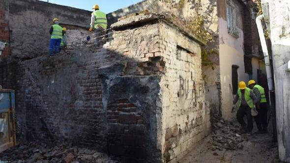 Bağlar'da metruk binaların yıkımı devam ediyor