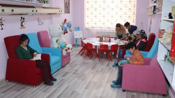 Yüksekova Devlet Hastanesinde çocuklar için kütüphane