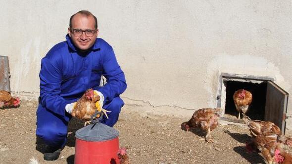Köye yerleşip tavuk çiftliği kurdular