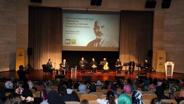 Mehmet Akif Ersoy'un hayatı ve hatıratı konuşuldu
