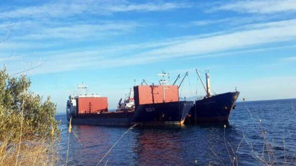 Şarköyde karaya oturan geminin yükü başka gemiye aktarılıyor