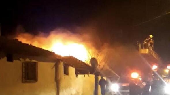 Malkarada yanan ev kullanılamaz hale geldi