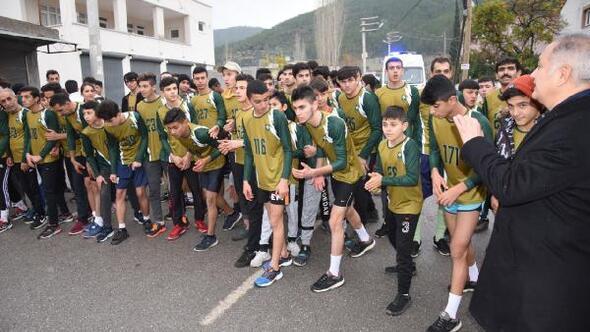 Kurtuluş koşusunda 300 sporcu yarıştı