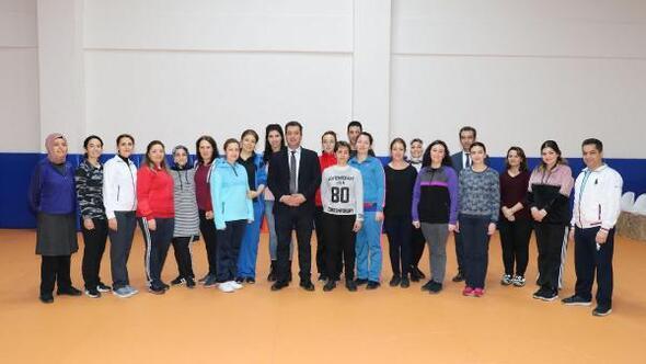 Sivasta öğretmenler halk oyunları öğreniyor